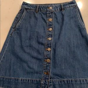 Banana Republic. Button front denim skirt.